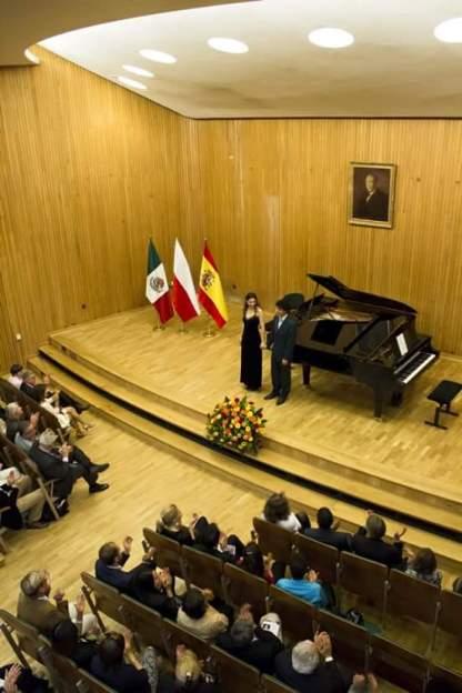Universidad F. Chopin. Embajada Española y Mexicana.